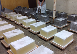 石鹸が製造されている様子